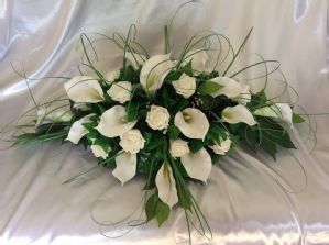 ARTIFICIAL WEDDING FLOWERS TOP TABLE  SPRAY WHITE FOAM ROSES CALLA LILY CRYSTALS